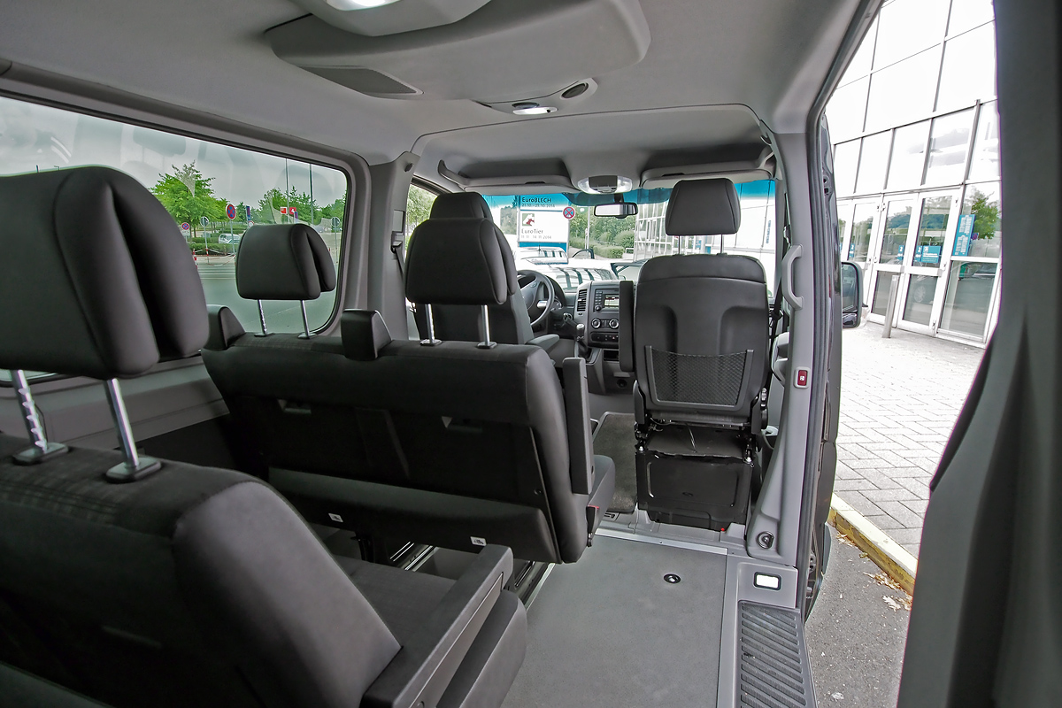 chauffeur limousine hannover fahrzeuge sprinter cha li. Black Bedroom Furniture Sets. Home Design Ideas